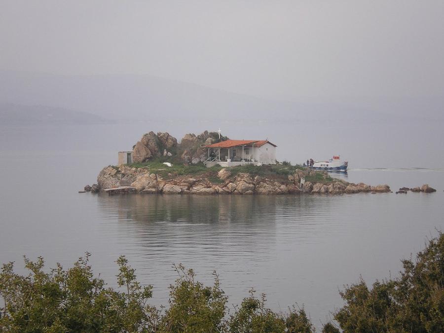 Agios-Isidoros-flickr-ale3andro