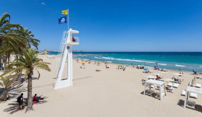 El Postiguet , une des plus belles plage de la province.